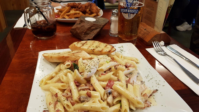 Pasta mit Hühnchen und Speck
