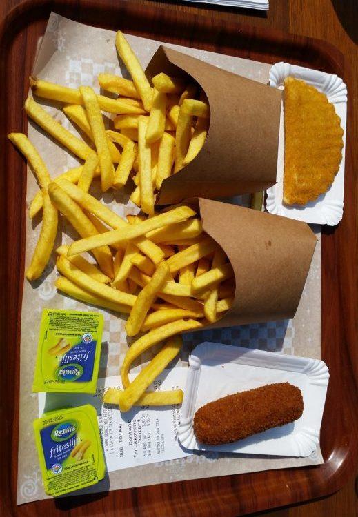 Fleischkroketten und Käsepasteten